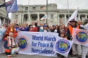 L'équipe de base devant le Parlement